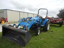 2002 NEW HOLLAND TC40S Tractors