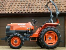KUBOTA L3200 available on Turf