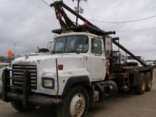 1994 MACK RD688S Winch Truck