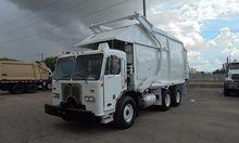 2001 PETERBILT 320 Garbage Truc