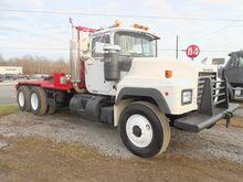 1991 MACK RD688S Winch Truck