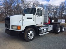 2001 MACK CH613 Tract
