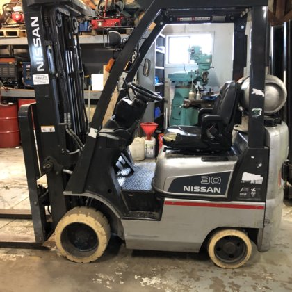 Nissan 3000 lb capacity Forklift in Morris, CT, USA