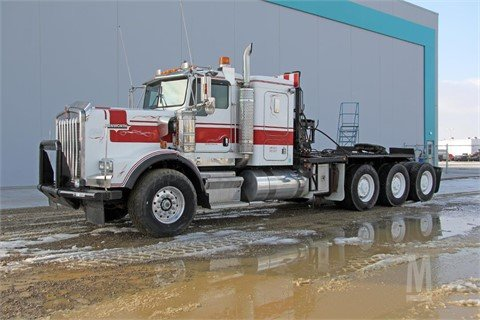 2004 KENWORTH T800B #8943 in