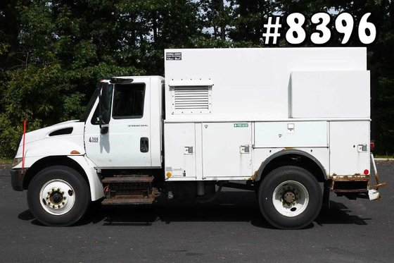 2003 INTERNATIONAL 4300: 11' ENCLOSED