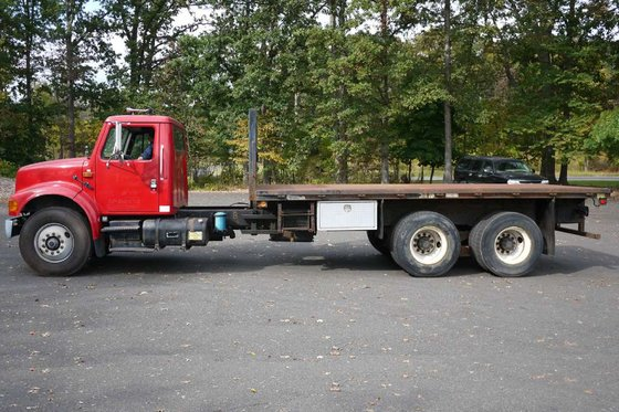 2001 INTERNATIONAL 4900 with 1999