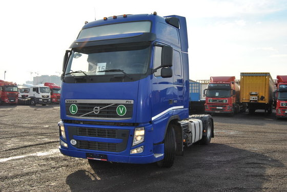 2010 VOLVO tractor unit in