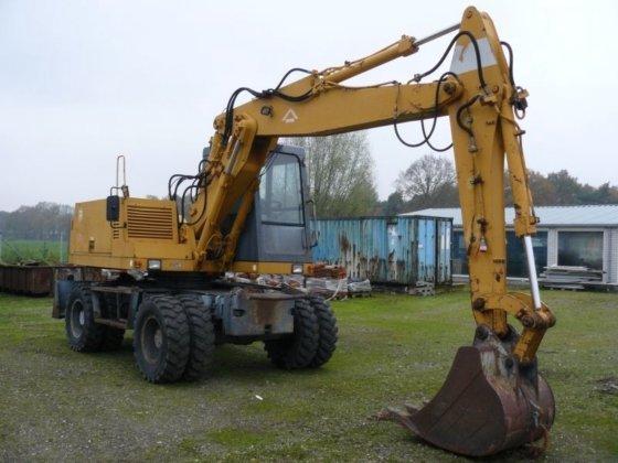 FURUKAWA 625 wheel excavator in