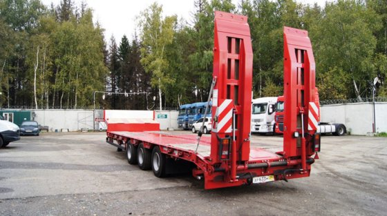 GRUNWALD Triaxial low bed semitrailer