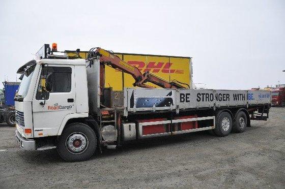 1991 VOLVO FL10 flatbed truck