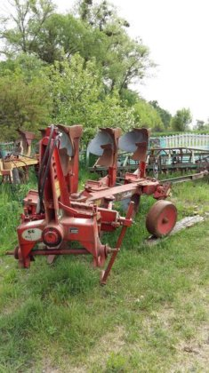 2001 KVERNELAND 3F reversible plough
