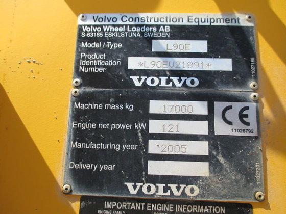 VOLVO L90E wheel loader in