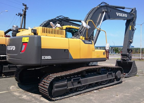 2015 VOLVO EC300DL tracked excavator