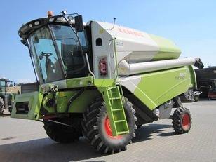 CLAAS TUCANO 320 combine-harvester in