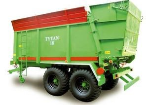 TYTAN 18 manure spreader in