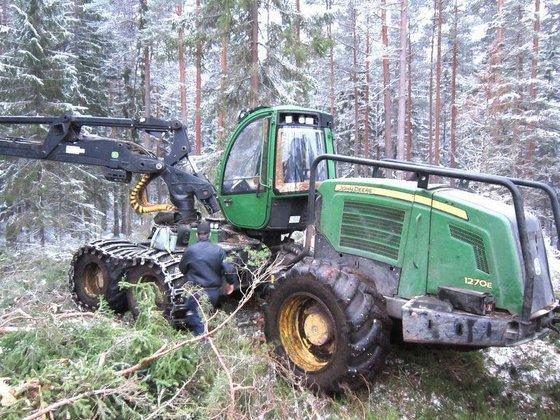 2010 JOHN DEERE 1270E harvester