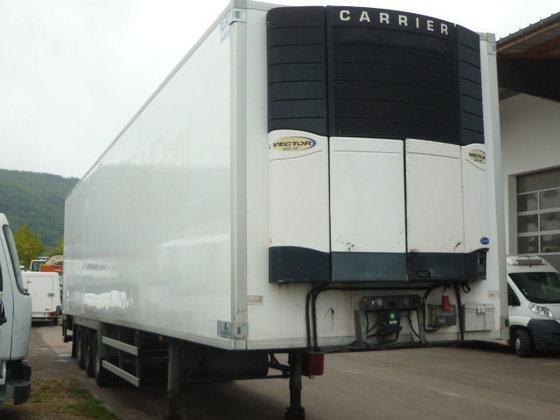 2005 SAMRO refrigerated semi-trailer in