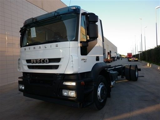 2011 IVECO AUTOCARRO chassis truck