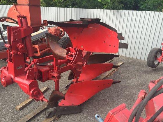 NIEMEYER reversible plough in Bila