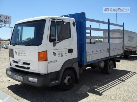 2002 NISSAN ATLEON 70-14 flatbed