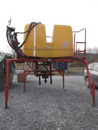 1984 14M70 tractor mounted sprayer