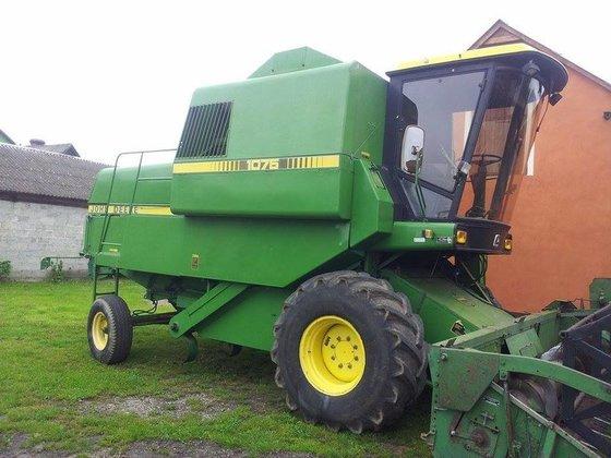 JOHN DEERE 1075 combine-harvester in