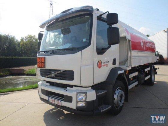 2014 VOLVO fuel truck in