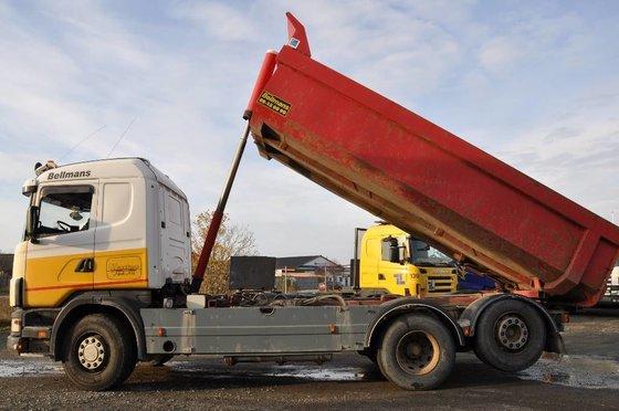 2000 SCANIA 124 dump truck