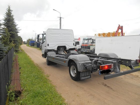 2006 MERCEDES-BENZ 918 chassis truck