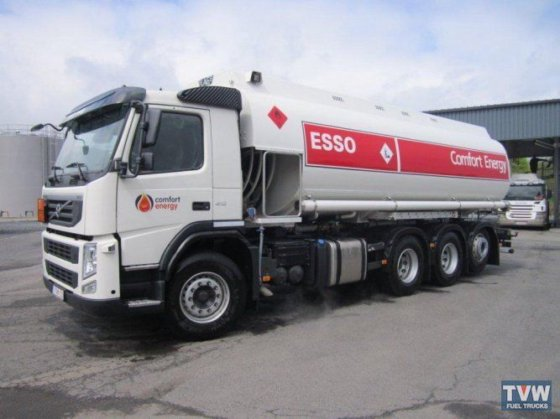 2013 VOLVO fuel truck in