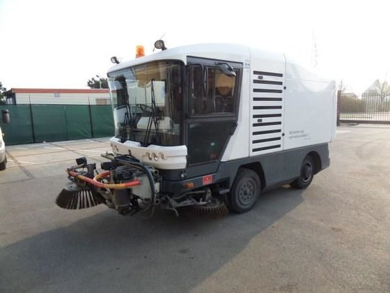 2008 RAVO 530 road sweeper