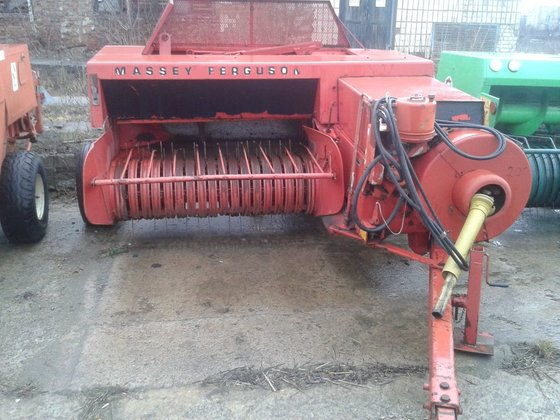 MASSEY FERGUSON square baler in