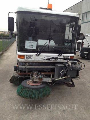 2004 RAVO 530 road sweeper