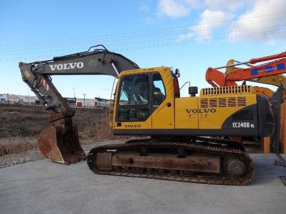 2003 VOLVO EC240BNLC tracked excavator