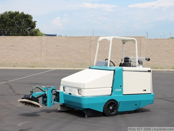 Tennant 385 Gas Power Sweeper
