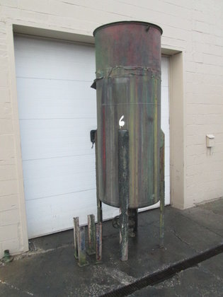 300 gallon Vertical Tank, on