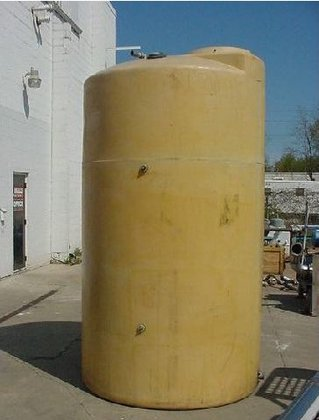 800 gallon Poly Tank, vertical,