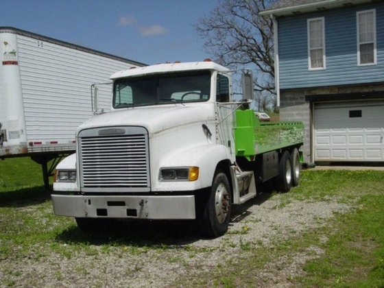 1994 Freightliner 2000 Gallon Flat