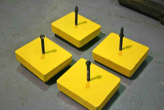 SET OF FOUR LEVELING PADS