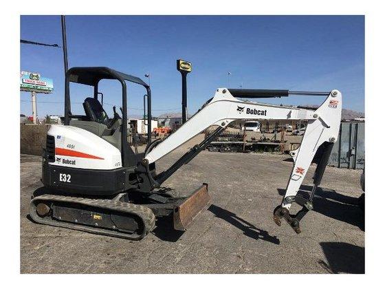 2013 Bobcat E32 Excavator in