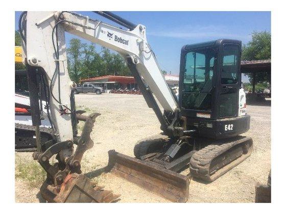 2010 Bobcat E42 Excavator in