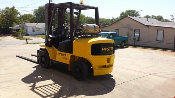 2000 Hyster H80XM Pneumatic Tire