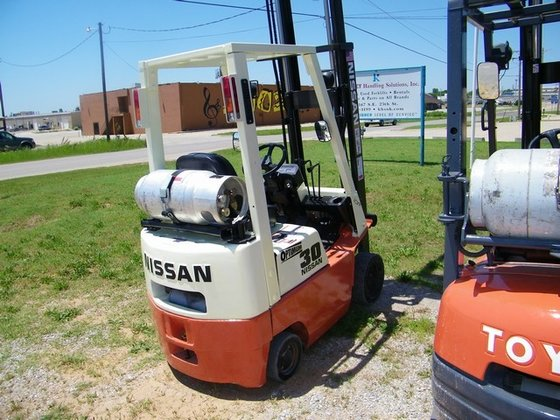 2001 Nissan CPJO1A15V LP Gas