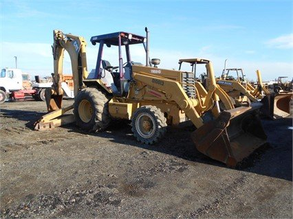 2001 CATERPILLAR 446B in Madera,