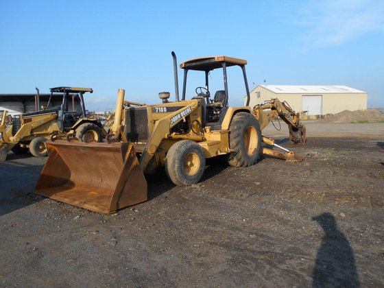 1995 DEERE 710D in Madera,