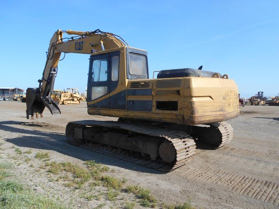 1993 CATERPILLAR 320L in Madera,
