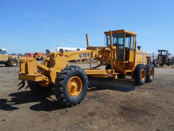 1987 DEERE 670B in Madera,