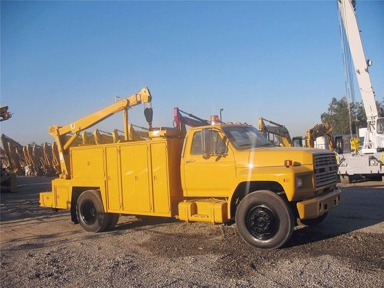 1985 FORD F700 in Madera,