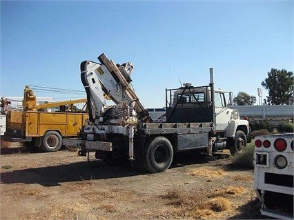 1989 FORD F800 in Madera,