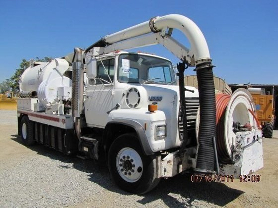 1989 FORD L8000 in Madera,